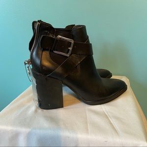 *DAMAGED* The Wishbone Collection black booties